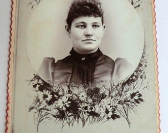 Mourning Memorial Cabinet Card Photo Daisy Flower Border Young Victorian Woman