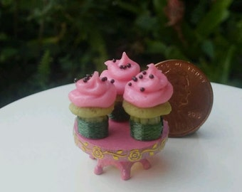 Dollhouse Miniature One Inch Scale 1:12  cupcakes by CSpykersMiniaturesUS