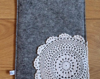 Tablethülle light grey made of felt