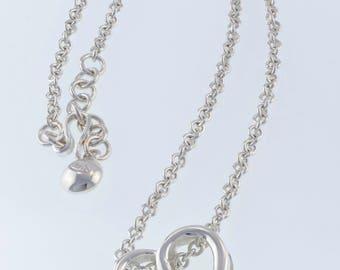 Stylized heart pendant necklace