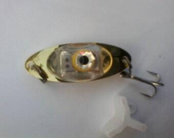 flashing fishing lure