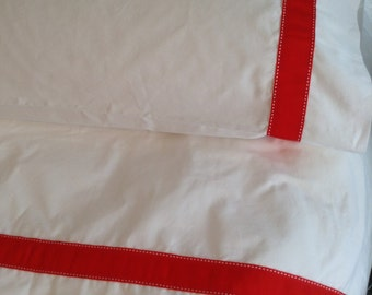Twin-Xl Sheet Set ultra soft 300 thread count with Red Trim With White dashes.