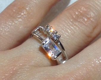 Remarkable Rectangular Ring-Austrian Crystal