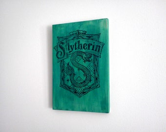 Slytherin Crest Wood Sign. Harry Potter Decoration. Wood Wall Art Gift for Harry Potter fans. Green Wall Art.