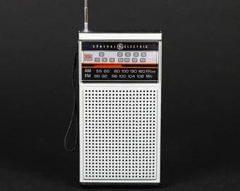 Vintage Genereal Electric FM-AM Transistor Radio Model No. 7-2924A