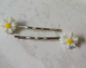 Daisy hair grips - hair grips - hair accessories - daisy hair pins - gift ideas - girls hair accessories - gifts for girls - party bag ideas