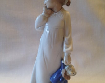 Nao Lladro My Rag Doll, Ready for Bed Series, Porcelain Figurine 1992