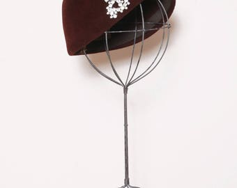 Vintage 40s velour hat / merrimac mocha brown felt cap / 40s cloche style hat with rhinestone brooch