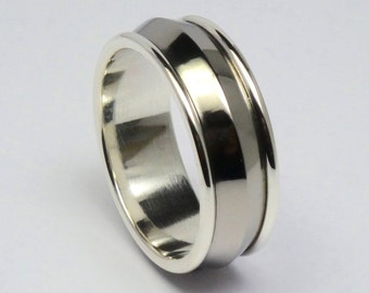 Silver, titanium men's ring size 20,75 mm. Polished titanum/silver 925 hand crafted men's ring. Men's jewelry.