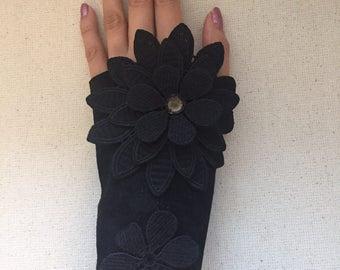 Floral glove