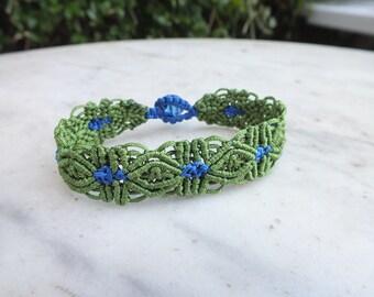 Macrame bracelet - green and blue flowers - friendship - button fastening.