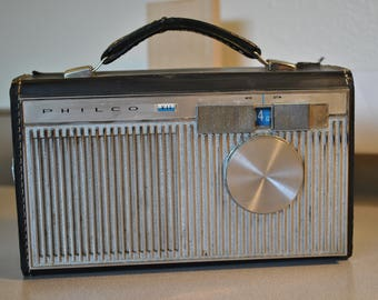 Vintage Philco AM portable radio, model T702-124, cira 1962, works nice