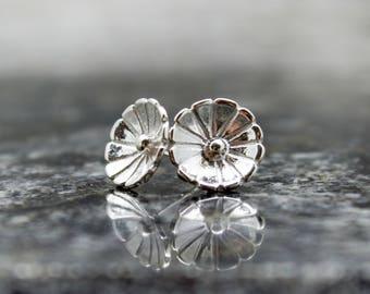 Silver flower earrings - Stud Flower Earrings - Silver Flowers - Blossom Earrings - Flower Jewelry - Flower Lover - Botanical Earrings