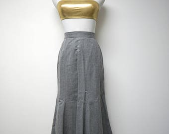 """JH Collectibles . gray pure wool godet skirt . size 4 .   24.5"""" waist . made in USA / Union Made"""