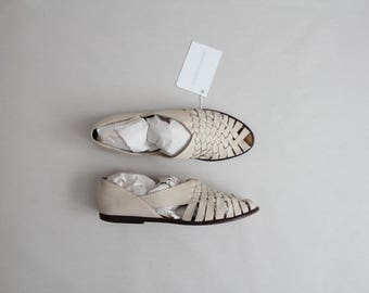 cream woven  leather flats | size 8 8.5 flats | white sandal flats