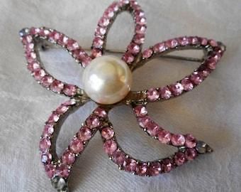 VINTAGE Pink Rhinestone in Metal Open Starfish Flower Costume Jewelry Brooch