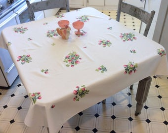 Vintage Tablecloth Pretty Pink Clover