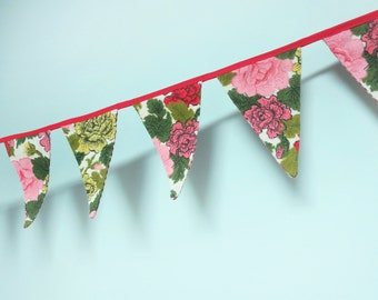 Small Pennant Banner Flag Garland Bunting Wall Decor, Carnation Floral Textile, Pink, Red, Yellow & Green Flowers on a Cream Background