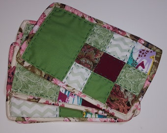 Patchwork Snack Mat SET (2) mini place mats, hand quilted, reversible, green and burgundy, rug mugs, placemat