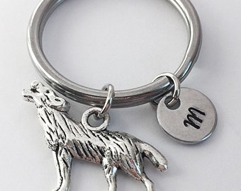 Wolf charm keychain. Howling wolf charm keychain. Animal charm. Gift for friend.
