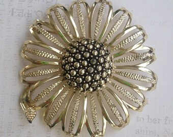 Vintage 50's Sarah Coventry Oversized FLOWER Brooch/ SARAH COV Goldtone Flower Pin
