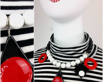 UNIQUE New Wave Vintage 80s 90s Plastic Shapes Necklace in Black, White and Red Shapes