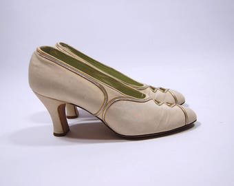 1920s Ivory and Metallic Pumps - Edwardian Wedding Shoes - size 6 1/2AA Silver and Gold trim