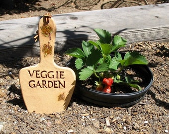 "Clay ""Veggie Garden"" Sign - Trowel Shape with Impressed Leaves - Unique Hanging Sign - Garden Marker Decoration - Gardener Gift - Leaves"