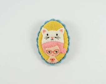Cat Lady Brooch / Cute Felt Girl Pin / Amusement Park Felt Brooch / Cat Hat Felt Brooch /  White Cat Brooch / Cat Pin / Felt Cat Girl Pin