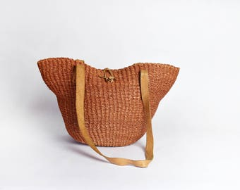 Sisal Market Tote with Leather Strap with Beaded Closure || Straw Bucket Bag