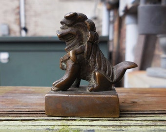 Vintage brass Chinese Foo Dog Wax stamp Old World Asian Oriental