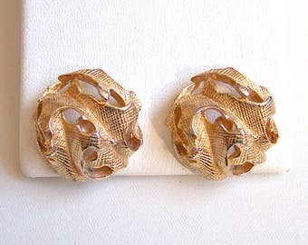 Castlecliff Slotted Leaf Clip On Earrings Gold Tone Vintage Textured Lined Open Swirl Scalloped Edges Large Round Domed Big Buttons