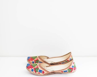 ethnic indian multi color embroidered woven leather flats - women's size 8.5