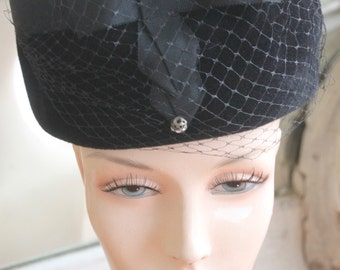 Vintage 1960s Black Velour Toque Hat