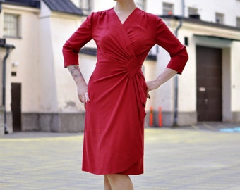 40s style wrap dress in red rayon crepe, Size Small / vintage style dress / film noir dress / wrap dress