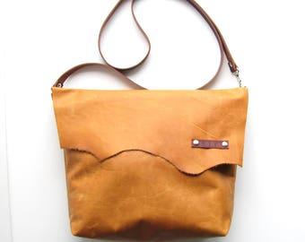 Distressed Honey Leather bag //  Tan leather bag //  Rustic boho bag