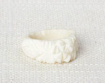 Ivory Colored Vintage Ring Plastic Carved Flowers Floral US Womens Sizes 7D