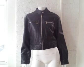 Black Leather Motorcycle Jacket 90s Vintage Moto Jacket Wilsons Cafe Collar Goth Punk Minimalist Cropped Women's Medium Large Biker Jacket