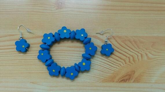 Girl bracelet,children bracelet,girls set,flowers bracelet,wooded bracelet,beaded bracelet,kids jewelry,girl jewelry,girls earrings