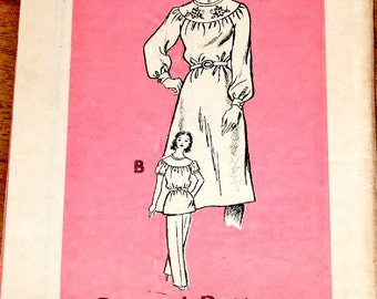 Vintage 1970 Mail Order Sewing Pattern with Floral Embroidery Transfer 4869 Caftan Dress Tunic Top Pants Women Miss Size 16 Bust 38 Uncut FF