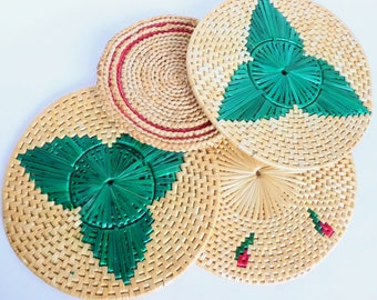 Woven Trivets Hot Pads Coasters Wall Hangings Lot Circles Natural Raffia Grass Straw Red and Green