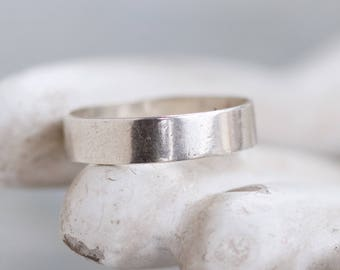 Simple Wedding Band Ring in Sterling Silver - Ring Size 6.5