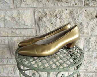 Gold Ferragamo Shoes 90s Gold Pumps Size 9 1/2 Chic Designer Women's Dress Shoes Salvatore Ferragamo Heels