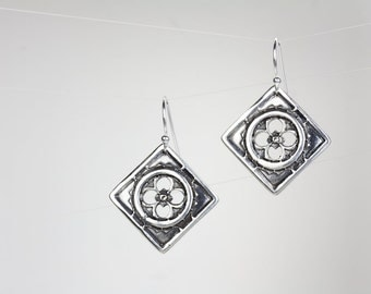 Kismet Silver Earrings with Sapphire
