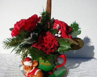 Vintage Teleflora Christmas Arrangement Cup Saucer Mouse Red Roses Gold Greenery