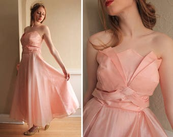 TEA LENGTH Wedding Dress 50s Vintage Peach Millenial Pink BRIDESMAID Gown Romantic Sargent-Esque Woman Small Medium Atop Tulip Formal Frock