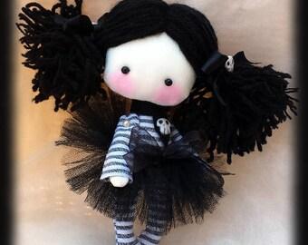 Mini goth doll Ivy. Mini doll with black hair and skulls. Miniature Goth cloth doll. Goth rag doll. Pocket size goth doll