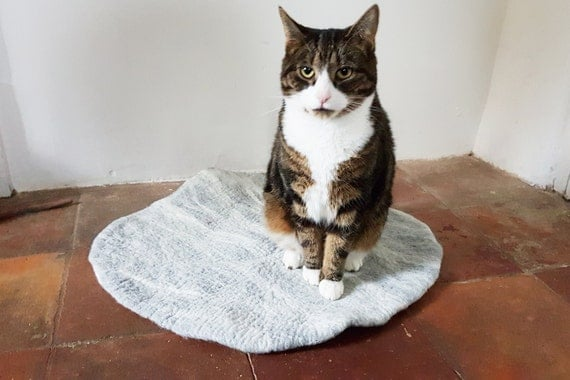 Cat Bed, Cat Mat, Pet Bed rug handmade 100% wool in natural grey and white