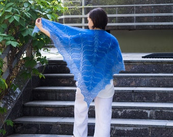 Hand knit woman shawl with wave pattern