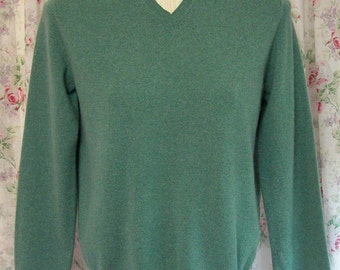Cashmere Sweater Pullover - 90s Sage Green Jumper - Lands' End Label - V Neckline - Classic - Preppy - Excellent Condition - Size Small